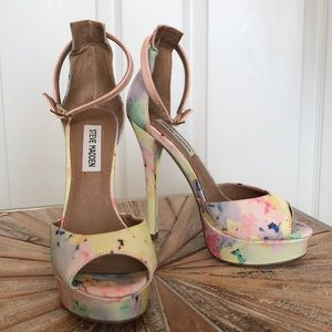 EUC Sz 6 Steve Madden Colorful Heeded Sandals